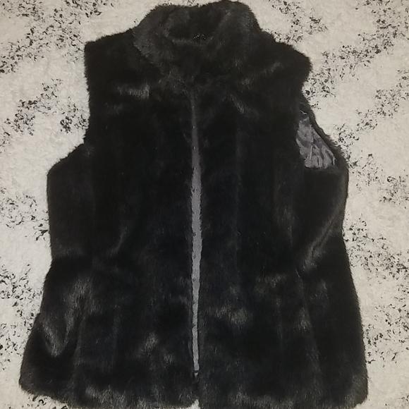 Banana Republic Jackets & Blazers - Women's Banana Republic Faux Fur Vest Size M
